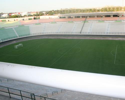 http://arymoura.files.wordpress.com/2009/01/estadio-pituacu.jpg