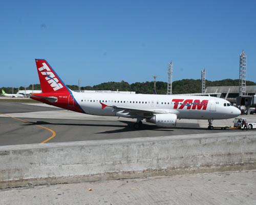 Aeroporto De Salvador : Falha na torre de controle do aeroporto salvador desvia