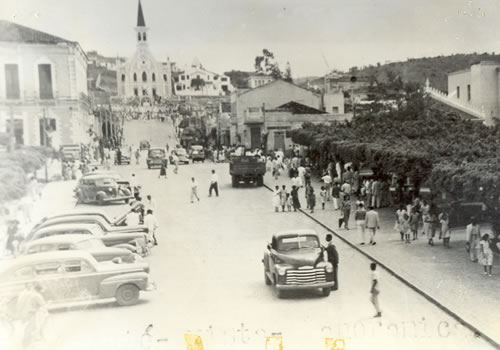 https://arymoura.files.wordpress.com/2011/10/foto-antiga-de-jequic3a9-02.jpg