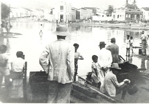 https://arymoura.files.wordpress.com/2011/10/foto-antiga-de-jequic3a9-06.jpg